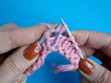лицевая петля, видео урок вязания спицами, континентальный метод