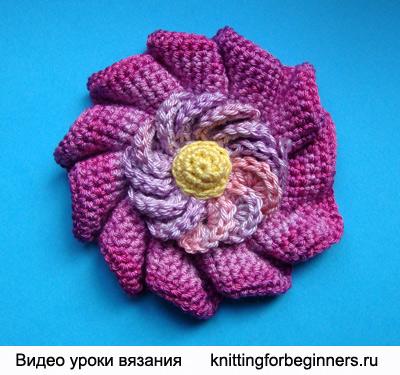 Понедельничный вязаный цветок